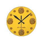 Reloj divertido de la galleta del tiempo de la gal