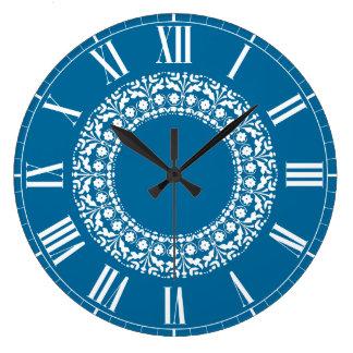 Reloj elegante azul y blanco de la cocina