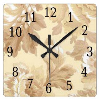 Reloj elegante del cuadrado de la hoja