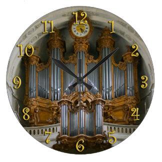 Reloj elegante del órgano