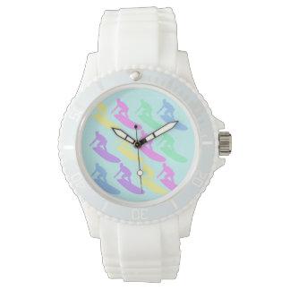 Reloj en colores pastel del modelo de la persona