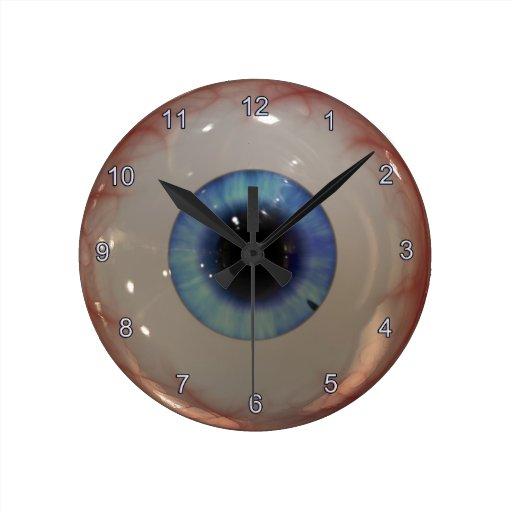 Reloj fantasmagórico del ojo azul de la diversión
