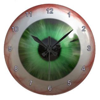 Reloj fantasmagórico del ojo verde de la diversión