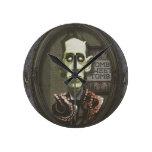 Reloj frecuentado de HP Lovecraft del zombi