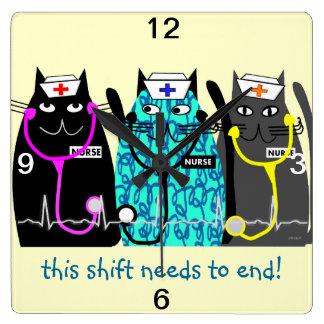 """Reloj """"gatos caprichosos """" de la enfermera"""