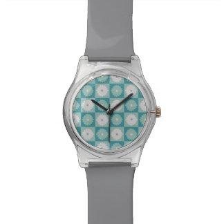 Reloj geométrico moderno de las flores May28th de