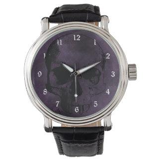 Reloj gótico de los cráneos púrpuras y negros