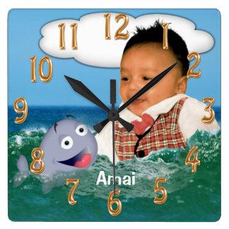 Reloj lindo de la ballena con su foto y nombre