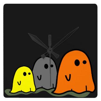 Reloj lindo de los fantasmas de Halloween