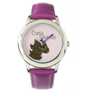 Reloj lindo del caballo de los establos de Cutie