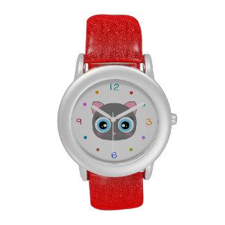 Reloj lindo y colorido de la cara del gatito