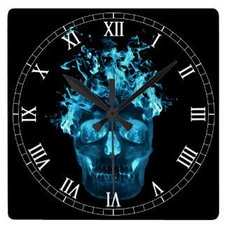 Reloj llameante azul de los números romanos del