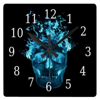 Reloj llameante azul del cuadrado del cráneo