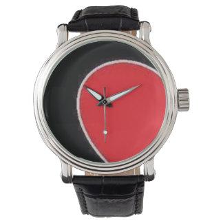 Reloj marrón de cuero negro y rojo de la correa