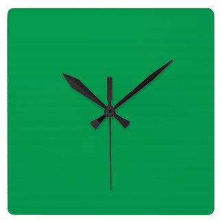 Reloj medio del verde de hierba