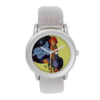 Reloj modelo tatuado
