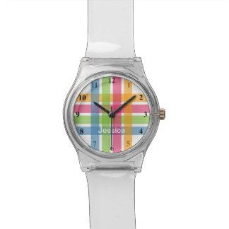 Reloj moderno de los chicas con las rayas en