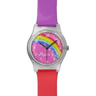 Reloj multicolor rosado nombrado arco iris