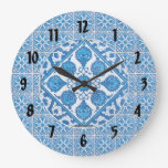 Reloj negro de los números de los Cornflowers azul