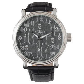 Reloj negro y blanco de los esqueletos