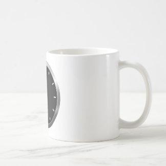 Reloj oscuro taza clásica