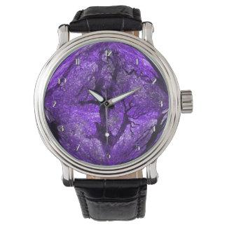 Reloj púrpura de medianoche mágico de la bola de