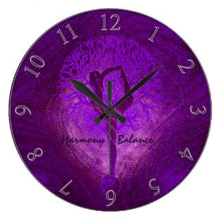 Reloj púrpura del árbol de la yoga