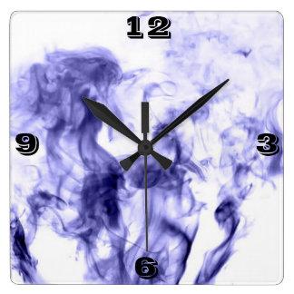 Reloj púrpura del humo