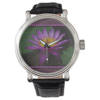 Reloj púrpura y amarillo de Waterlily