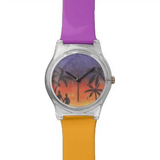 Reloj púrpura y anaranjado de la silueta de la