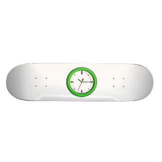 Reloj que exhibe tiempo monopatin personalizado