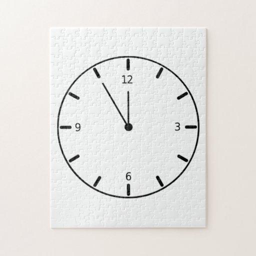 Reloj que exhibe tiempo puzzle con fotos
