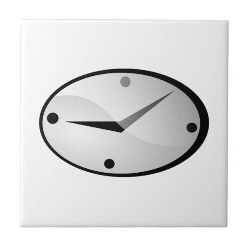 Reloj que exhibe tiempo tejas
