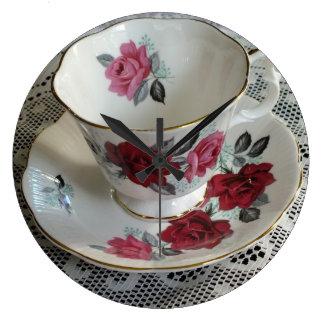 Reloj real de la taza de té de los rosas rojos de