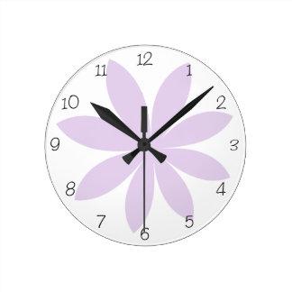 Reloj redondo de la margarita púrpura