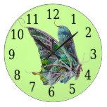Reloj redondo de la mariposa exótica