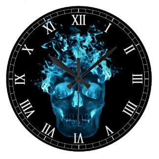 Reloj redondo de los números romanos del cráneo