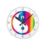 Reloj redondo de Yin Yang del arco iris