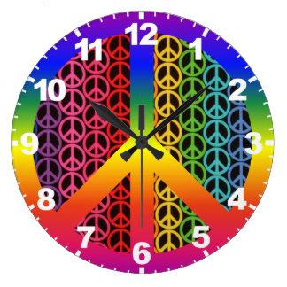 Reloj retro del signo de la paz del vintage con nú