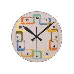 Reloj retro moderno de las formas de los mediados