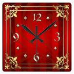 Reloj rojo afiligranado de la raya del oro real