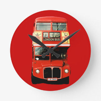 Reloj rojo brillante del autobús de Londres