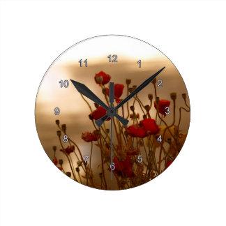 Reloj rojo de la foto de la flora de las amapolas