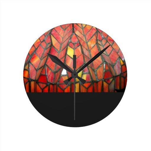 Reloj rojo moderno del vitral