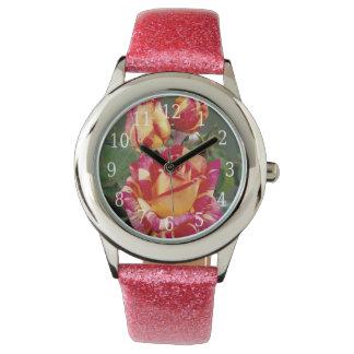 Reloj rosado amarillo de los rosas