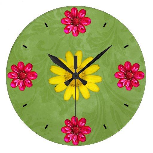 Reloj rosado, amarillo y verde hermoso de la flor