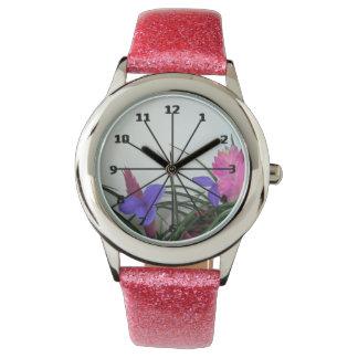 Reloj rosado del brillo de la canilla