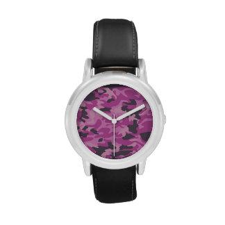 Reloj rosado del camuflaje del chica