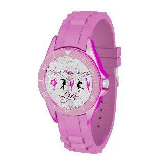 Reloj rosado del deporte patinaje artístico de la