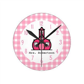 Reloj rosado del profesor de la guinga